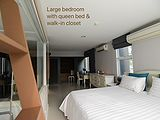 เช่าคอนโด ตลาดอ่อนนุช  : D'65 Condo For Lease With BIG Bedroom (Made 2Beds to 1Bed) (Walk-In Closet)